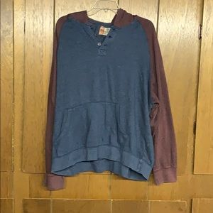 Thin sweatshirt with three buttons